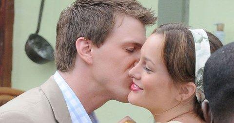 NY KJÆRESTE? Det ser ut til å bli en het ny sesong av Gossip Girl. Her får Blair Waldorf et kyss av en ny mann.