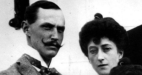 TØFF: Kong Haakon var svært opptatt av politikk etter at han ble Norges konge - og hadde en finger med i det politiske spillet. Her er han med Maud i 1900.