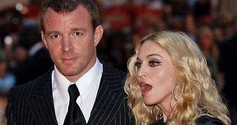 SÅ VAR DET OFFENTLIG: Madonna og Guy Ritchie skiller seg etter nesten åtte års ekteskap.