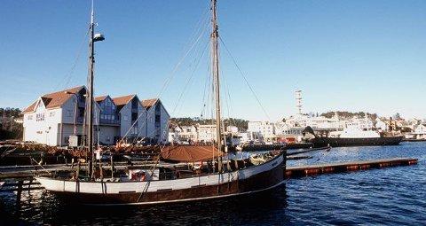 STOR LETEAKSJON: Store mannskaper leter etter en 15 år gammel jente som har vært savnet siden torsdag kveld på Stord i Hordaland. (På bildet: Leirvik havn)