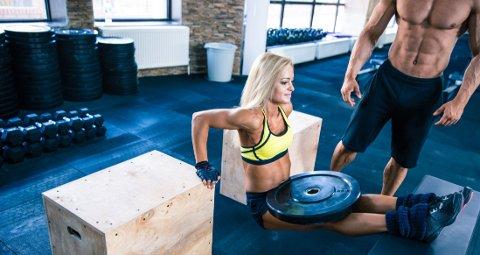 UREALISTISK MYE TRENING: Muskler trenger mer energi enn fett, men det er for mange urealistisk hardt arbeid å trene fram kropper som dette. Da er det greit å vite at veien til en sunn kropp er langtfra så tung som for disse to.