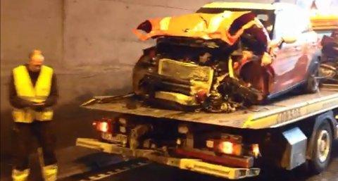 Ifølge politiet skal det være store materielle skader på de fire involverte bilene.