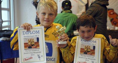 STOLT: Haakon Høyer Kvernflaten og Jonathan Salomon viste stolt frem premien- og diplomene.Alle Foto: Solfrid Therese Nordbakk