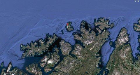 ANTATT OMKOMMET: Finnmark politidistrikt sier onsdag at søket på Rolvsøya i Måsøy kommune i Finnmark har gått over i en ny fase. Nå letes det etter antatt omkommet person.