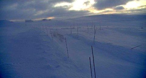 STENGT: Riksvei 7 over Hardangervidda er tirsdag en av flere fjelloverganger som er stengt på grunn av uvær.