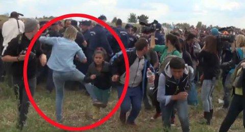 UT MED BEINET: Dette bildet viser en annen situasjon fra den samme tirsdagen der den kvinnelige reporteren fra N1TV synes å spenne bein på en jente.