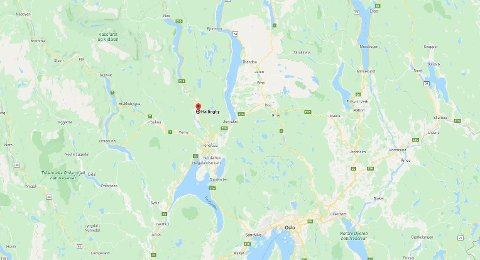 STENGT: E16 er stengt ved Hallingby, noen kilometer nord for Hønefoss.