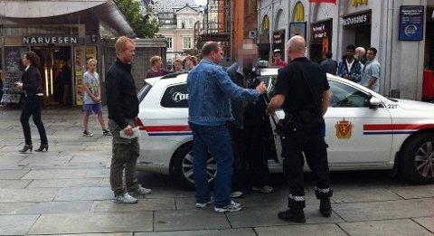TILBAKE I CELLEN: 40-åringen er godt kjent av byens politibetjenter. Her føres han inn i en politibil etter en tidligere hendelse.