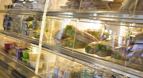Kantinen på Nydalen videregående skole har et fokus på sunn mat. Det har de også på Elvebakken. Brus og godteri er ikke å oppdrive her.