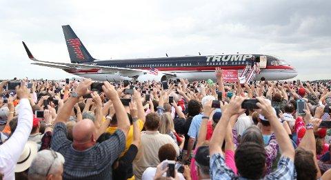 Republikanernes presidentkandidat Donald Trump ankommer Lakeland i Florida 12. oktober. Florida er en av de viktigste vippestatene ved siden av Pennsylvania og Ohio.