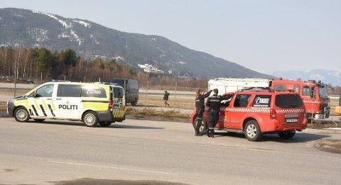Torsdag kveld ble det funnet en mistenkelig gjenstand på flyplass-området, som nå undersøkes av bombegruppa.