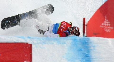 FALT FRA GULLET: Lindsay Jacobellis sangrer nok bittert på at hun prøvde seg på en grab like før hun skulle kjøre inn til OL-gullet.
