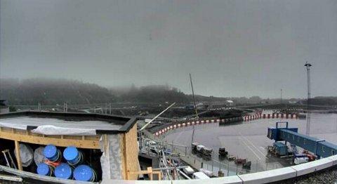 DÅRLIG SIKT: Tett tåke skaper problemer for flytrafikken på Flesland i Bergen.