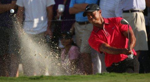 SMERTER: Tiger Woods innrømmer at han sliter med kramper i ryggen.