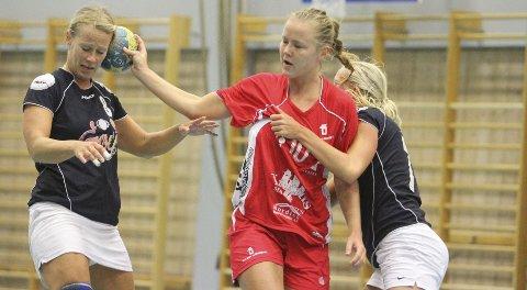 KLINTE TIL: Tonje Strømmen og Ullern ga Gøys spillere en skikkelig «knockout» etter pause, en omgang de vant med tolv mål.