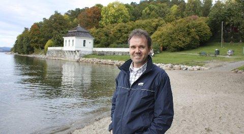 MILJØSTRAND: Lokalpolitiker Ståle Hagen (Høyre) foreslår at Hvervenbukta blir en Blått Flagg strand slik 3202 andre strender i verden allerede er.Foto: Aina Moberg