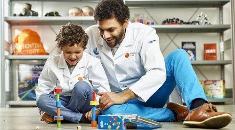Nå får du tilbud på de lærerike lekepakkene hos Forskerfabrikken.