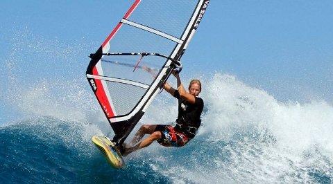 SURFING PÅ MAUI: Terje Tuft er blant de tøffeste gutta på surfebrettet og har stått flere ganger på Ho'okipa, vindsurfernes mekka. (FOTO: Franck Berthuot)
