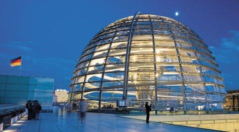 Fra toppen av Riksdagsbygningen får du en fin oversikt over Berlin.