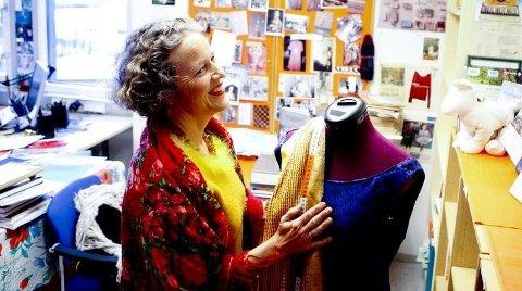 KLESKODER: – Jeg synes klær er gøy, og liker å bruke mye farger og kombinere ulike stiler. I motsetning til en del kvinner som synes klær er et ork, sier forsker ved Statens institutt for forbruksforskning, Ingun Grimstad Klepp. (FOTO: Magnus Knutsen Bjørke)