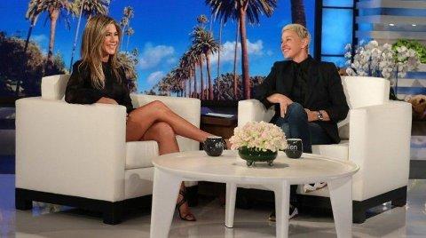 GLADMELDING: Onsdag gjester Jennifer Aniston talkshowet til Ellen Degeneres og kommer med en skikkelig oppkvikning til «Friends»-fans. Skjermdump: EllenTube