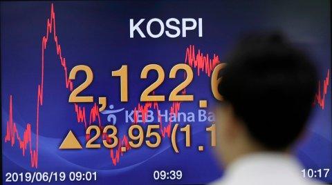 KOSPI OPP OVER TO PROSENT: Etter at børsen i New York opplevde stor nedgang tirsdag slår enkelte asiatiske børser tilbake.
