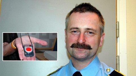 Politioverbetjent Dag Harald Drevsjø advarer mot en mann som utgir seg for å skulle sjekke trygghetsalarmene. – Be om legitimasjon og ring oss med en gang sier han.