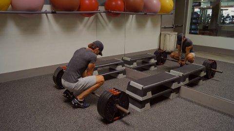 """VIKTIG KNEP: Hodet prøver å stoppe deg før kroppen egentlig trenger det. Derfor er det viktig å trene mentalt. Se for deg hva du skal gjøre, hva du skal oppnå og hvor """"lette"""" vektene er før du løfter."""