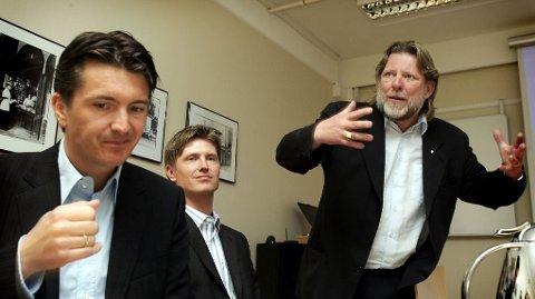 VARSLET TILSYNET: Magnus Reitan (til venstre) varslet Konkuransetilsynet om mulig ulovlig samarbeid i bbokbransjen. På bildet Magnus´ bror Ole Robert Reitan (midten) og far Odd Reitan.