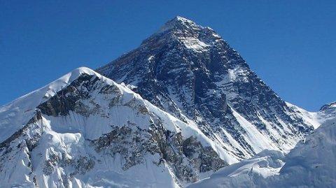 SKRED PÅ MOUNT EVEREST: Snøskredet gikk på kjent klatrerute til toppen av Mount Everest.