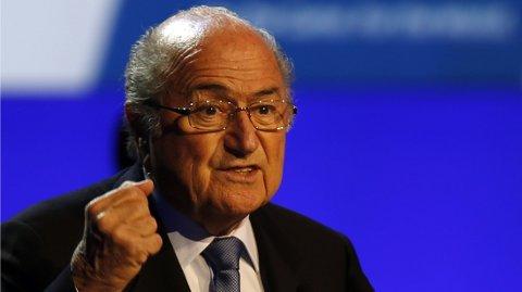 VIL FORTSETTE: Sepp Blatter vil fortsette som sjef i FIFA.