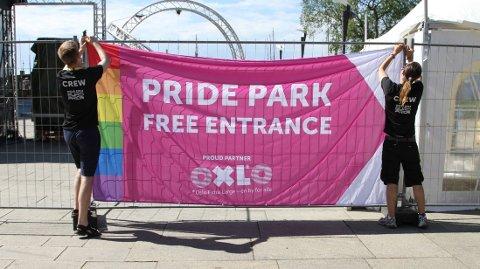 FRIVILLIGE: Omtrent 300 frivillige er med på å få EuroPride festivalen til å gå rundt.