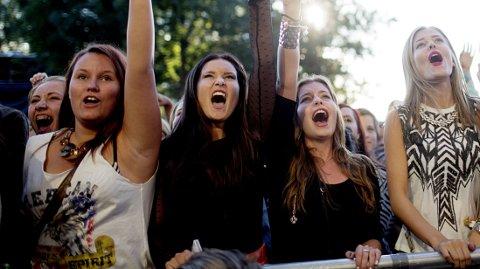PENEST I VERDEN: Ifølge en ny avstemning er norske jenter de peneste i verden. Her er det fire glade jenter fra årets Øyafestival i Oslo.