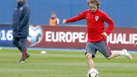 STJERNE: Luka Modri leder ann for Kroatia mot Norge. Foto: Terje Pedersen / NTB scanpix