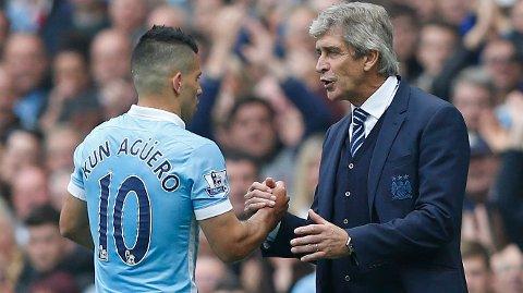 TAKK FOR I DAG: Sergio Agüero byttes ut av Manuel Pellegrini etter fem scoringer mot Newcastle. FOTO: NTB scanpix