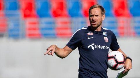 TOPPFORM: Martin Sjögren kan føre det norske kvinnelandslaget til VM med seier over Nederland tirsdag. Svensken varmet opp med å gjennomføre en halv ironman.