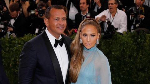 FORLOVET: Jennifer Lopez og kjæresten Alex Rodriguez er forlovet.