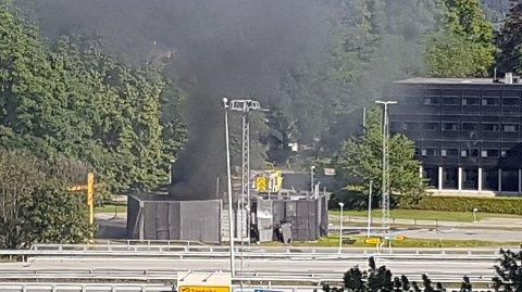 Det var ved 17.30-tiden mandag 10. juni at den kraftige eksplosjonen skjedde ved Uno-X-stasjonen ved Kjørbo i Sandvika. Det skal ha vært en hydrogentank som gikk i luften.
