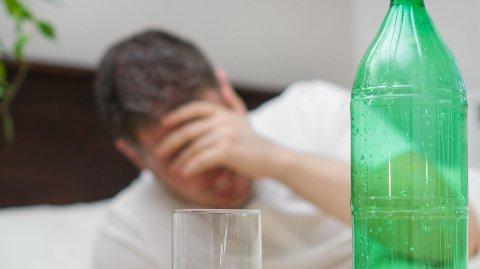 BORTE FRA JOBB: Så mange som tre av fire opplyser at de har venner som har vært borte fra jobb eller skole grunnet alkoholbruk dagen før. Illustrasjonsfoto.