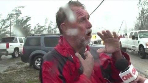 DRUKNET: Kona til Howard Armstrong druknet rett foran øynene hans, uten at han kunne gjøre noe, forteller han sønderknust til CNN. Foto: Screenshot / CNN