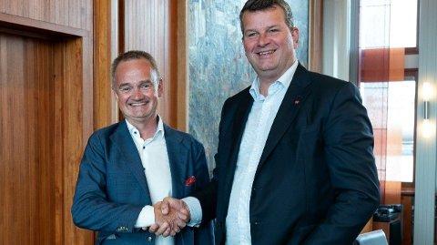 Konsernsjef Jan-Frode Janson og LO-leder Hans-Christian Gabrielsen. Banken tilbyr nå landets billigste gjennom LOfavør