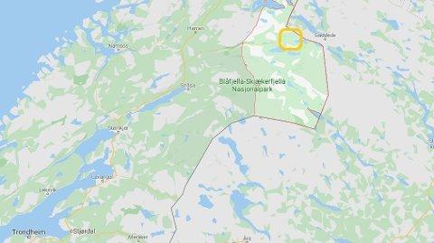 ULYKKE: Bilen skal ha kjørt inn i en bergvegg i Kveeidet i Lierne.