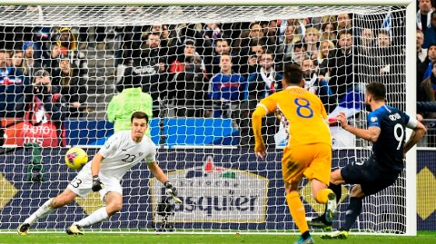 Frankrike måtte ha straffe for å slå svake Moldova 2-1 hjemme på Stade de France torsdag kveld og imponerte ingen. I kveld er det en like betydningsløs bortekamp mot Albania.