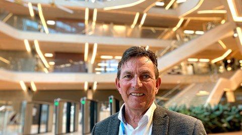 SER LYSERE TIDER. Administrerende direktør Knut Sirevåg i Eiendomsmegler 1 SR-Eiendom registrerer at boligprisene i Stavanger fortsetter å synke. Sirevåg ser imidlertid lyst på situasjonen: - Det er tegn som tyder på at 2020 vil bli bedre.