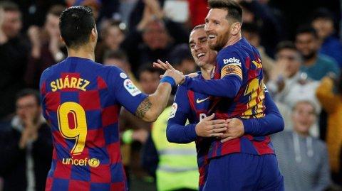 Barcelona's offensive supertrio Lionel Messi, Luis Suarez og Antoine Griezmann er alle klare til kveldens semifinale i den spanske supercupen mot Atletico Madrid.