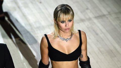 UTFORDRER INSTAGRAM: Artisten Miley Cyris er ikke redd for å tøye grensene.