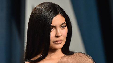 HARD KRITIKK: Fansen gir Kylie Jenner har medfart og hevder hun bryter korona-restriksjoner.