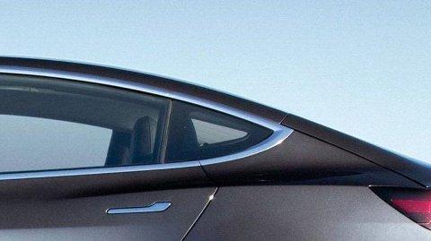 SUVEREN: Bestselgeren Tesla Model 3 lader desidert mest rekkevidde på en halvtime, sammenlignet med 28 andre elbiler, viser NAF-testen.