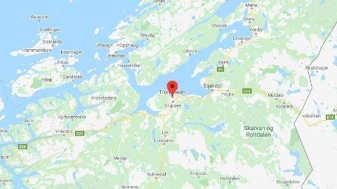 KRITIKK: Et begravelsesbyrå i Trondheim spurte en forbipasserende om hjelp til å bære.