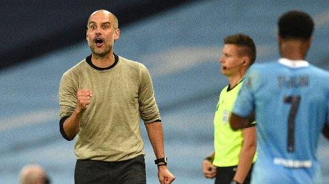 ENDRET: Pep Guardiola satte inn ekstra midtstopper på laget mot Lyon, men gikk seinere tilbake til den vante strategien.